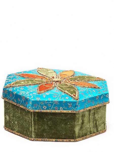 подарочная коробка для украшений на елку с бисером