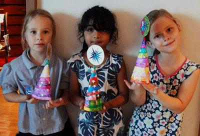 дети с ёлочками из бумаги своими руками